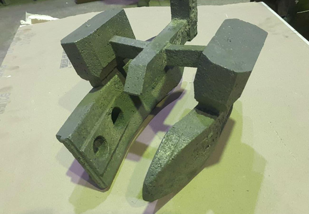 Лиття деталей плугу з високолегованих сталей відлиті методом ЛГМ вид зверху