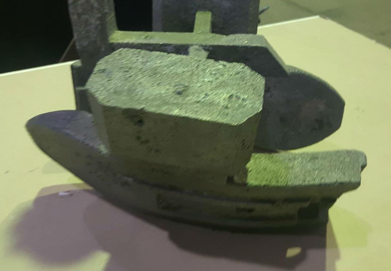 Лиття деталей плугу з високолегованих сталей відлиті методом ЛГМ вид збоку