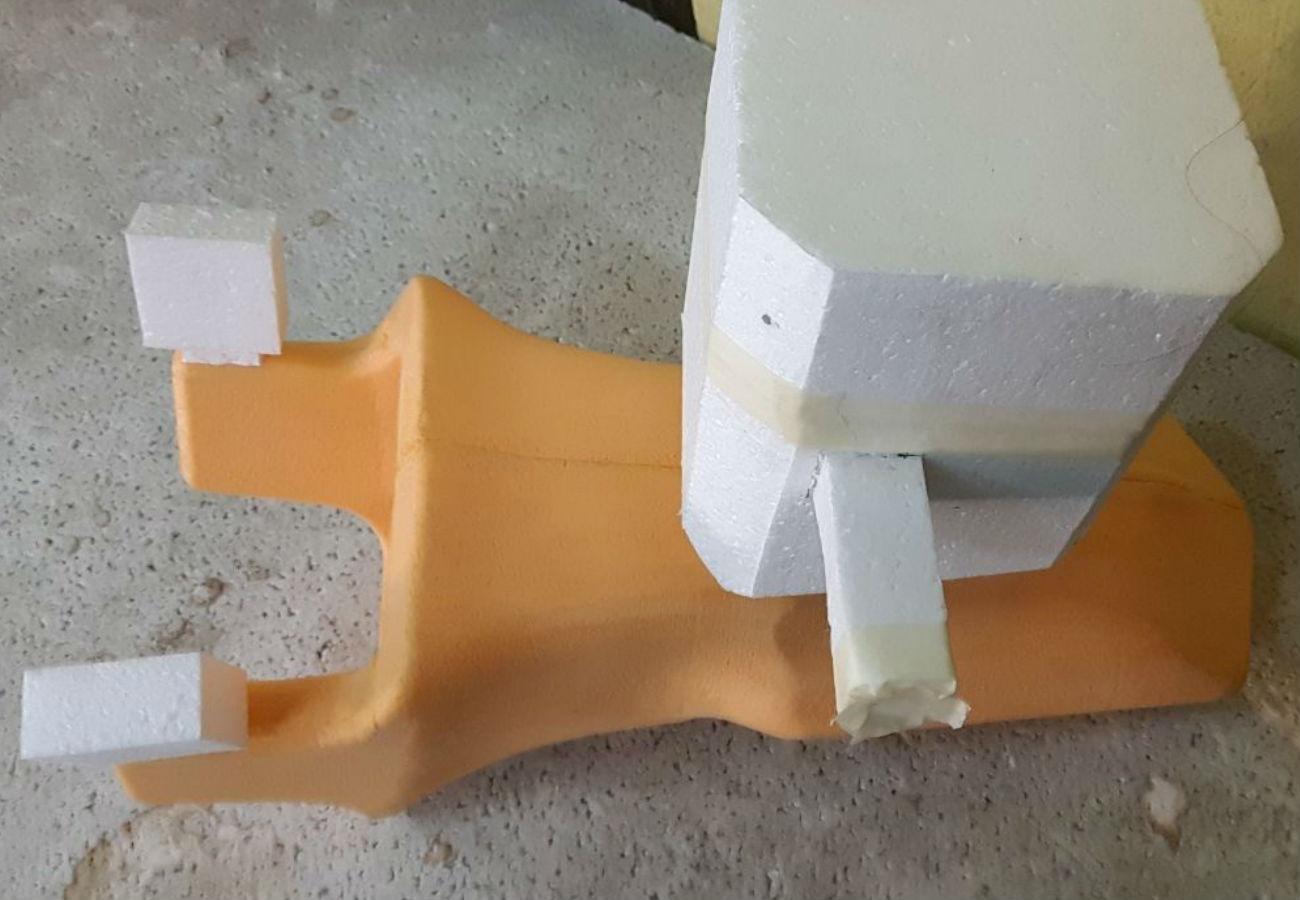 Подготовленная к заливке модель зубаэкскаватора с литниковой системой
