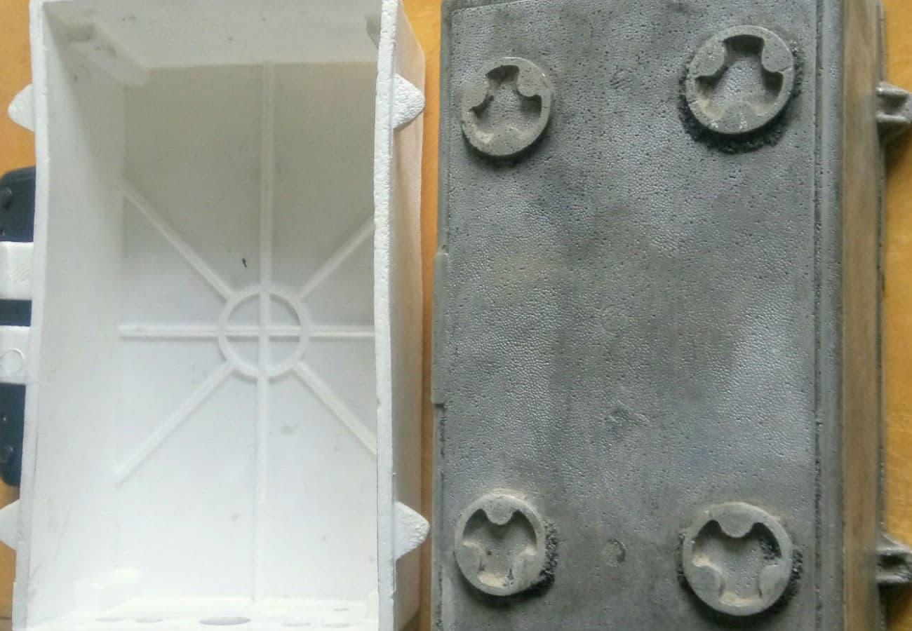 Полістиролова модель і виливок корпусу контейнера з алюмінієвого сплаву вид зсередини